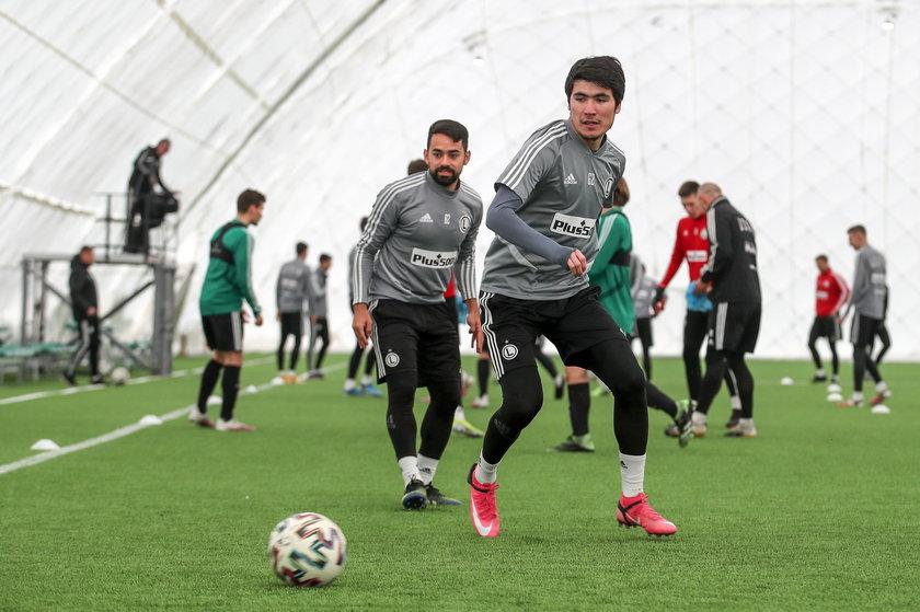 Legia pozyskała dwóch piłkarzy ze wschodu obrońcę z Ukrainy Artema Szabanowa (29 l.) i napastnika z Uzbekistanu Jasura Yaxshiboyeva (24 l.).