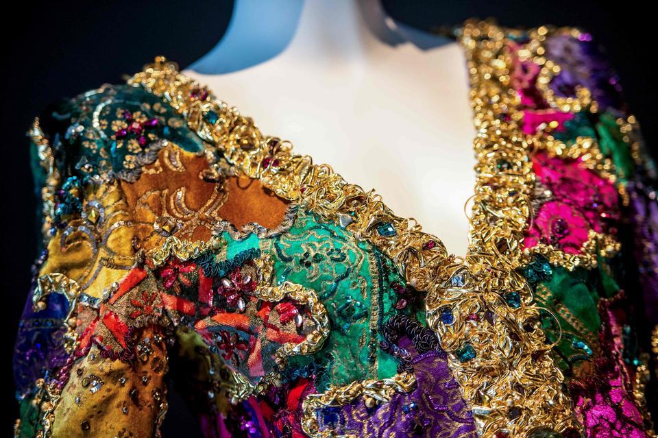 Detal sukni projektu Huberta de Givenchy