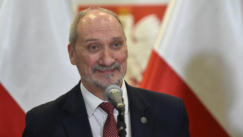 Macierewicz: dostęp do tajemnic odebrano Kraszewskiemu po szczegółowym badaniu