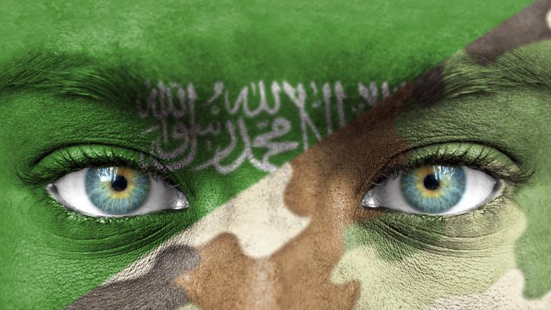 Rosji po piętach depcze Arabia Saudyjska (62,8 mld dol.). Kwoty przeznaczane przez to państwo na zbrojenia imponują zwłaszcza jeśli skonfrontujemy je z ilością mieszkańców i wielkością PKB. W 2013 roku Saudowie przeznaczyli na zbrojenia o 14 proc. więcej niż w 2012