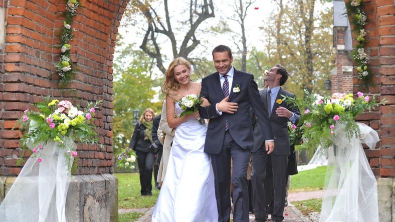 Scena ze ślubu Agaty Mróz