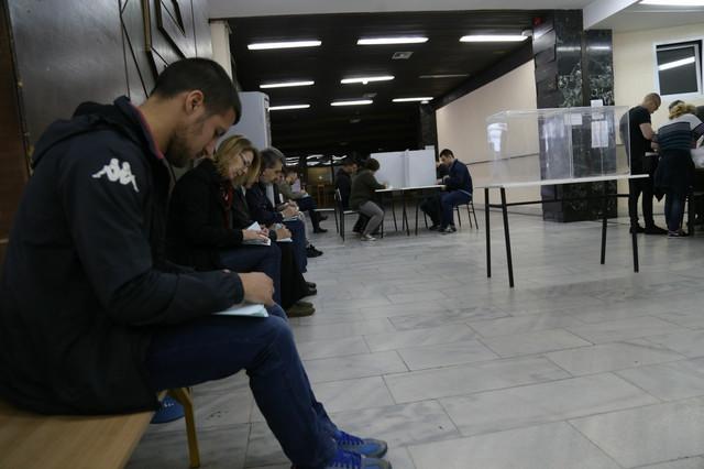 Prvi glasači već čekaju svoj red