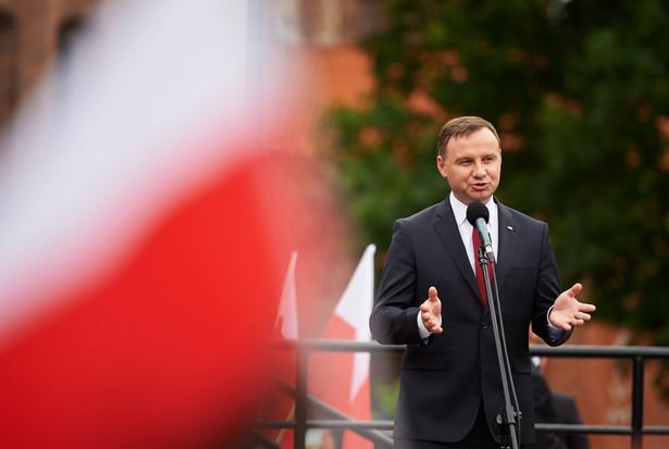 """Zdaniem Dudy Polska znajduje się obecnie w szczególnym momencie, bo """"jak mówi dzisiaj wielu ekspertów z zakresu ekonomii, gospodarki, Polska nie jest jeszcze w pułapce średniego dochodu, ale jest tą pułapką bardzo zagrożona""""."""
