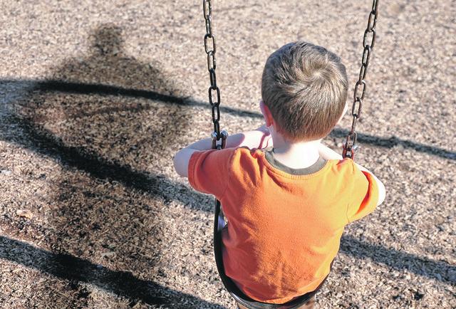 Tužnim ili usamljenim detetom pedofili najlakše uspevaju da manipulišu