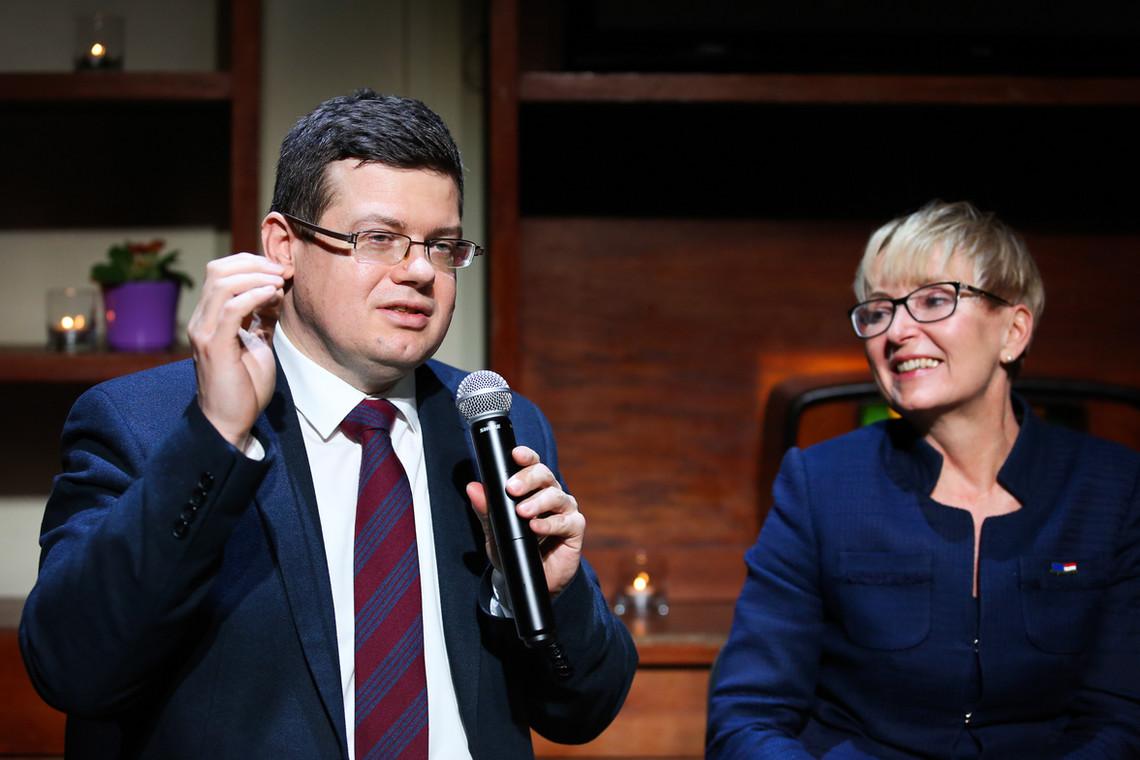 Sedziowie Krystian Markiewicz i Beata Morawiec
