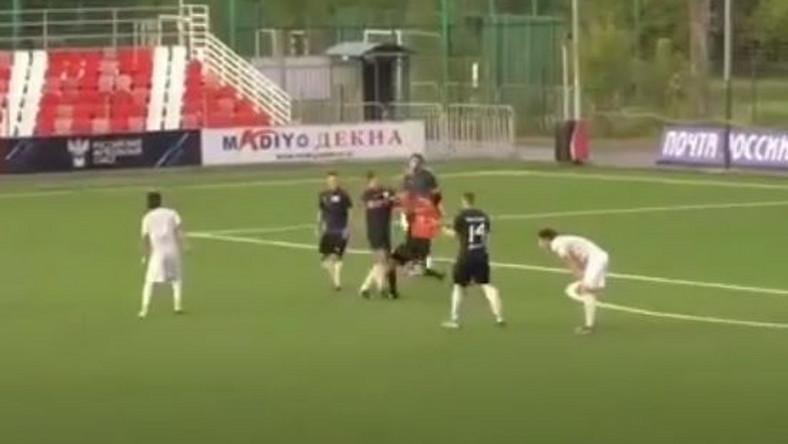 Piłkarz pobił sędziego