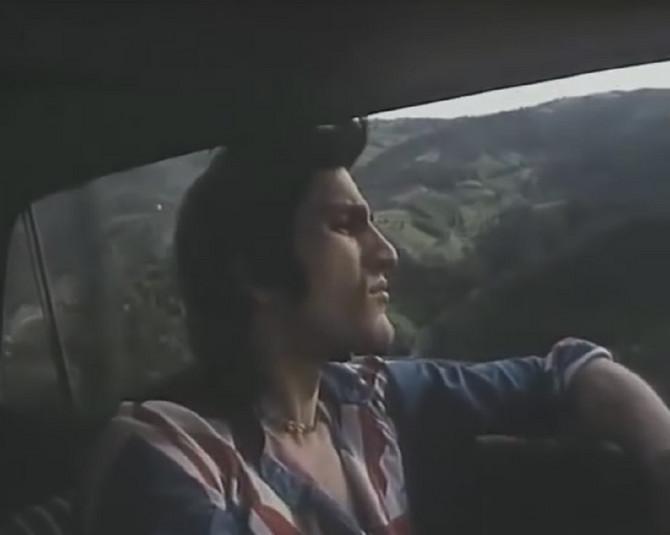 """Dragan Nikolić u filmu """"Mlad i zdravkao ruža"""" 1971. godine"""