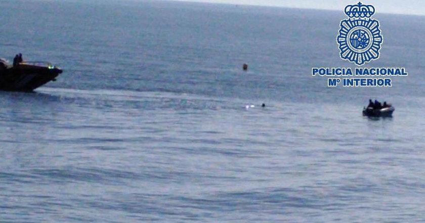 Nagi Polak uciekł przed policją do morza. Przecenił swoje siły