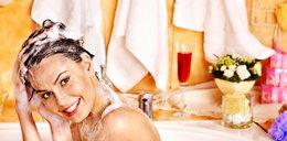 Myjesz włosy ciepłą wodą? Możesz mieć poważny problem