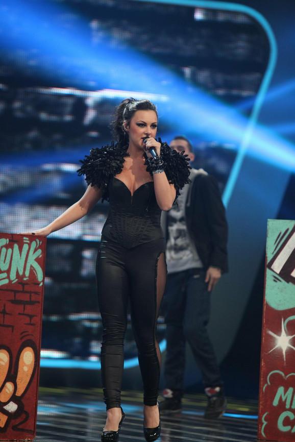 Ubedljiva u svakoj pesmi, Mirna je sinoć pokazala i veću dozu energičnosti