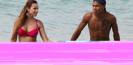 Zabrał ciężarną piękność na Barbados