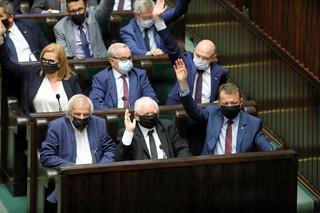 Pompowanie demokratury przez Kaczyńskiego [OPINIA]