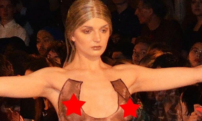 Katrina Darling pokazuje biust