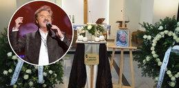 Pan Sławek do końca walczył z wirusem. Na jego pogrzebie zaśpiewał Krawczyk. Jak to możliwe?