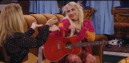 """Lady Gaga w specjalnym odcinku """"Przyjaciół"""" śpiewa z Phoebe kultową piosenkę. Będzie hit?"""