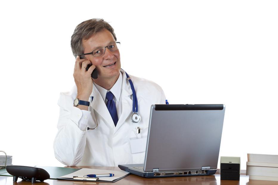 A tévében eddig csak mosolyogtunk a távgyógyítókon, pedig háziorvosaink így fognak rendelni /Fotó: Shutterstock