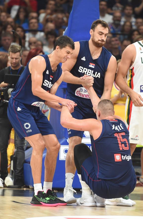 Zajedno ka cilju - košarkaši Srbije na meču sa Litvanijom