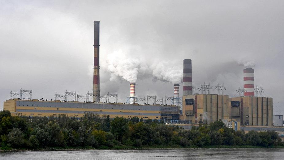 Widok na Elektrownię Kozienice w miejscowości Świerże Górne