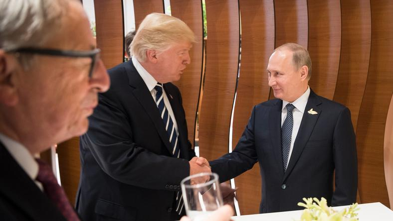 Donald Trump i Władimir Putin podczas pierwszego spotkania