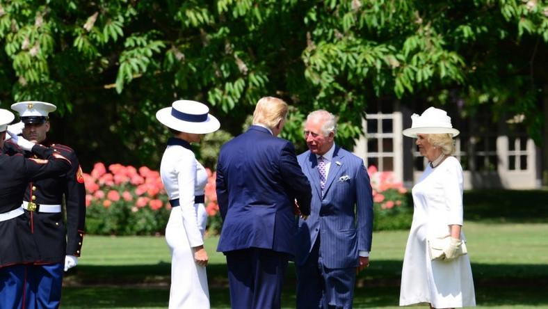 Para prezydencka USA rozpoczęła dziś 3-dniową wizytę w Wielkiej Brytanii. Na początku powitali ich najważniejsi członkowie brytyjskiej rodziny królewskiej...