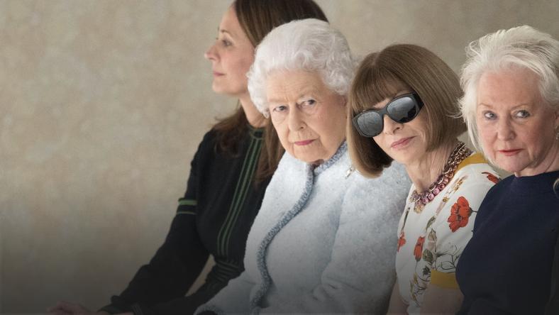 Królowa Elżbieta II podziwiała pokazy w towarzystwie Anny Wintour