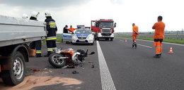 Tragiczny wypadek na A4. Uderzył motorowerem w auto drogowców