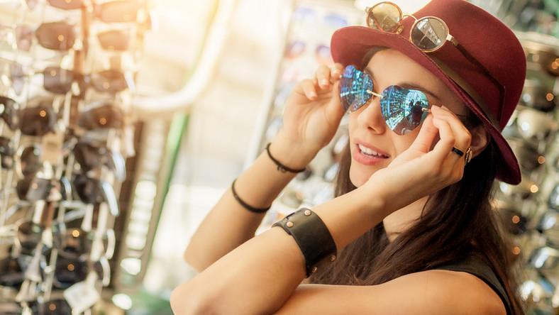 Jak dobrać kształt oprawek do twarzy? Oto podpowiedzi ekspertów marki Tonny Eyewear.