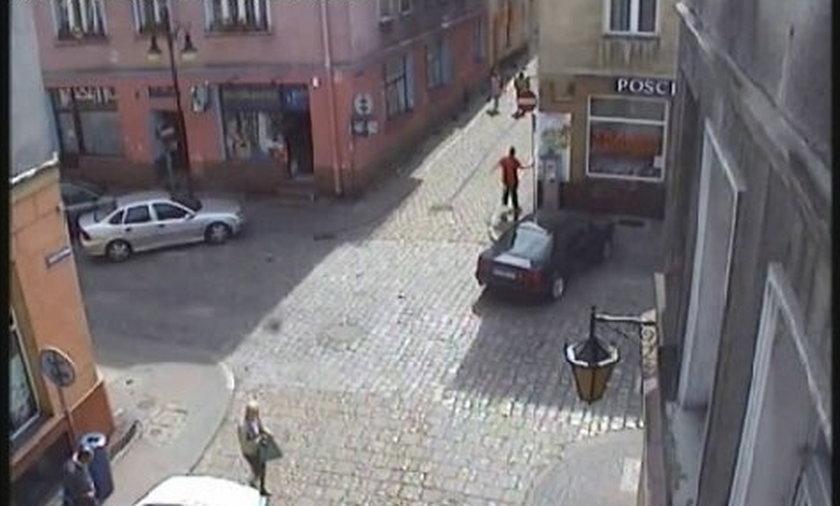 Nożownik na rowerze gonił ofiary