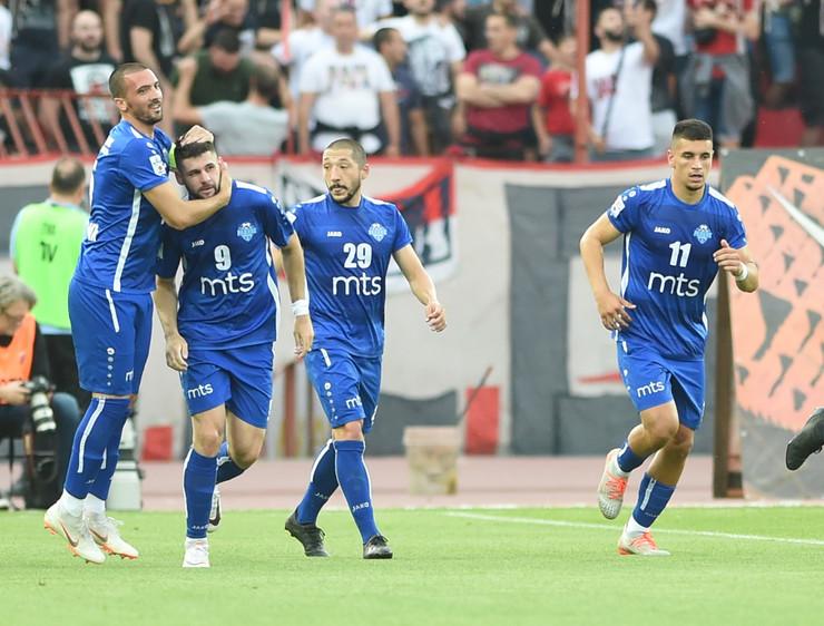 FK Radnik, slavlje posle gola Makarića Zvezdi