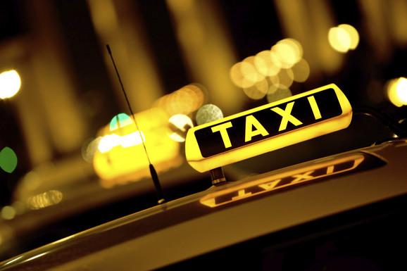 Taksi vozila na kraju tablice imaju oznaku