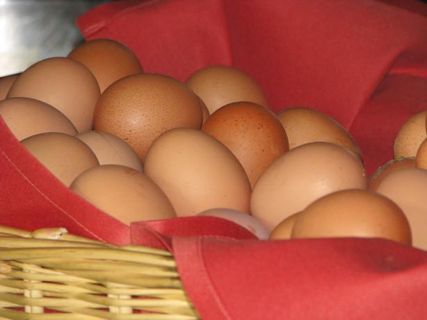 Cena jajek jest wciąż bardzo wysoka i wynosi 196 euro za 100 kg, czyli 76 proc. więcej niż rok temu