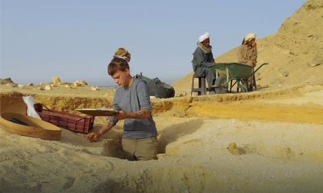Digging graves in Amarna