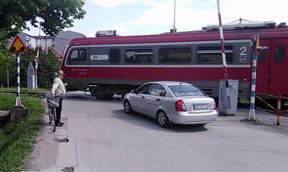 Voz prolazi, a rampa podignuta