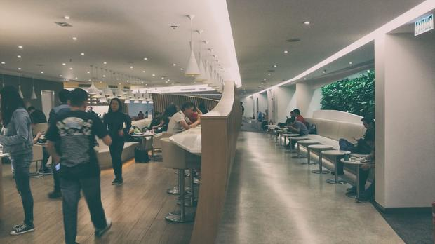 Hongkong, lotnisko. Salonik biznesowy Sky Team