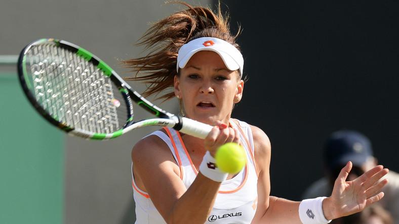 Agnieszka Radwańska awansowała do 1/8 finału tenisowego turnieju wielkoszlemowego na trawiastych kortach Wimbledonu. Polka wygrała w meczu III rundy z Larcher De Brito 6:2, 6:0.