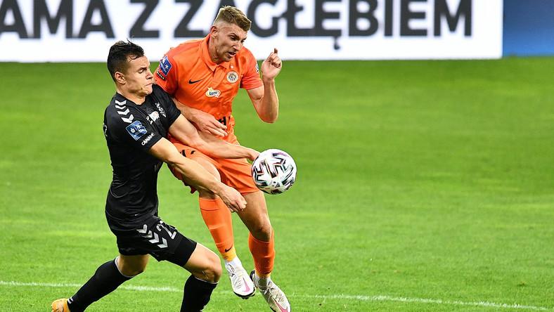 Piłkarze KGHM Zagłębia Lubin Patryk Szysz (P) i Adrian Gryszkiewicz (L) z Górnika Zabrze podczas meczu Ekstraklasy