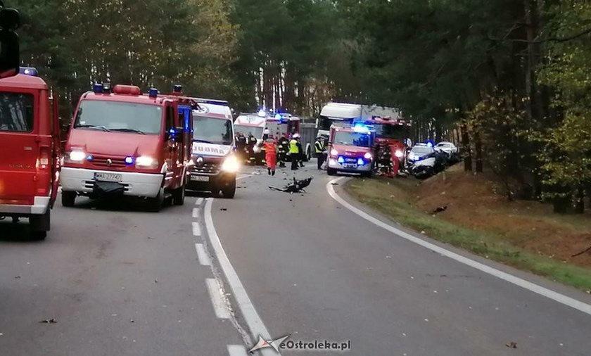 Wypadek autobusu pod Ostrołęką: co najmniej 14 poszkodowanych, jedna osoba nie żyje
