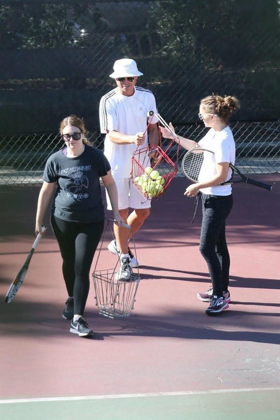 Natali sa trenerom i prijateljicom