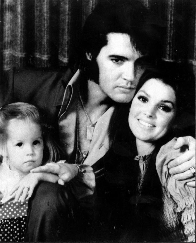 Elvis Prisli pre nekoliko decenija sa suprugom Prisilom Prisli i ćerkom Lisom Meri Prisli