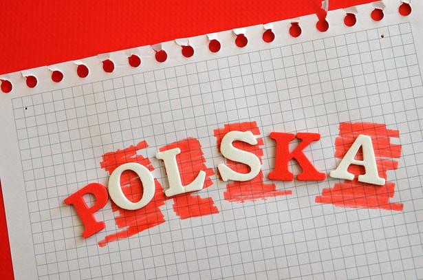 Sondaż pokazuje zmianę trendu, gdyż od lutego ugrupowanie Szymona Hołowni było przed PO.