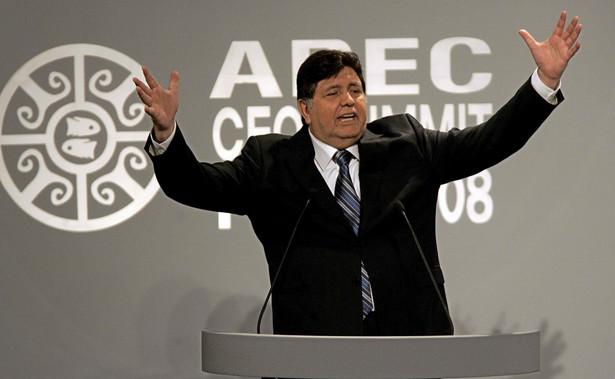 """""""Jest to przemijający kryzys, APEC zaś jest najlepszym instrumentem do jego rozwiązywania"""" - powiedział Garcia; wezwał, by """"nie popadać w panikę"""" wynikającą z niepewności, na którą najlepszym lekarstwem jest """"rozwijanie handlu oraz inwestycje""""."""