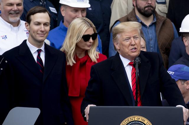 Džared Kušner, Ivanka i Donald Tramp na ceremoniji u januaru