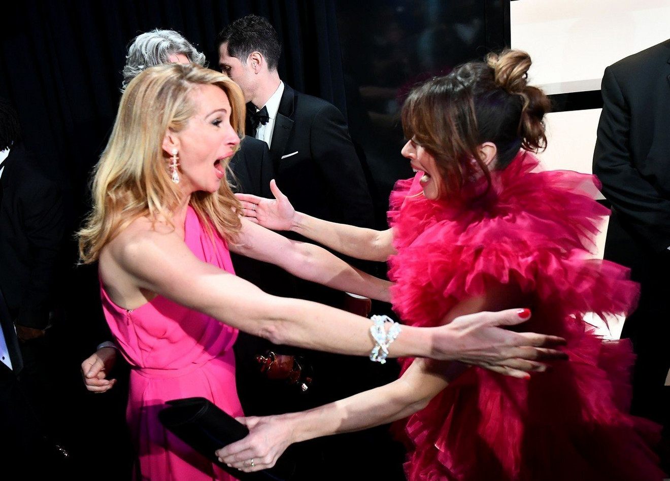 Džulija Roberts sa Lindom Kardelini na ovogodišnjoj dodeli Oskara u Los Anđelesu