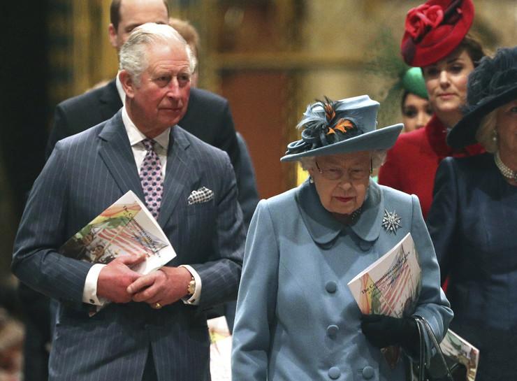 Princ Čarls, Kraljica Elizabeta