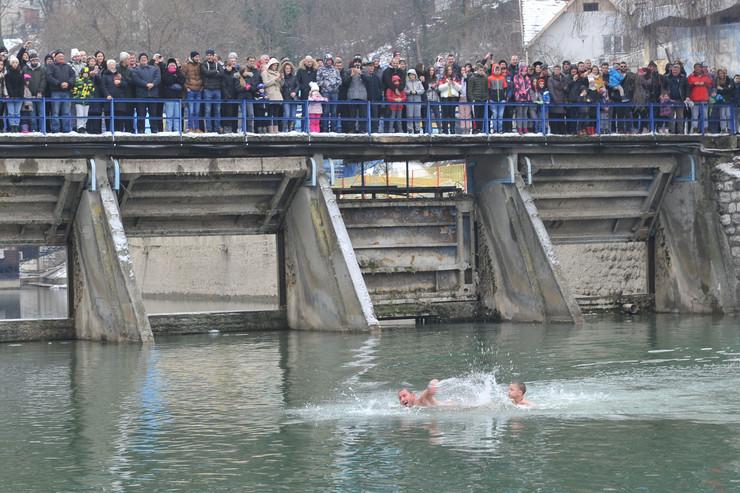 uzice bogojavljenje plivanje za krst 190120 Ras foto Milos Cvetkovic 003