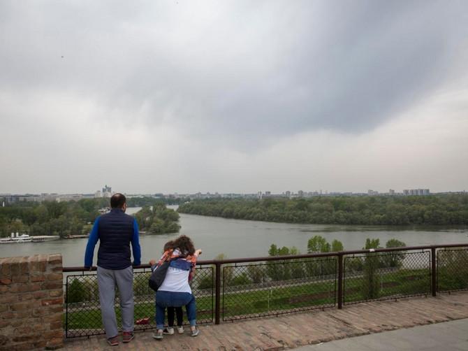 """""""Dete je teret, DETE KOŠTA, dete traži pažnju, a ja NEMAM VREMENA za to"""": Mladi u Srbiji ne žele decu, a stručnjak ima još oštriji ODGOVOR"""