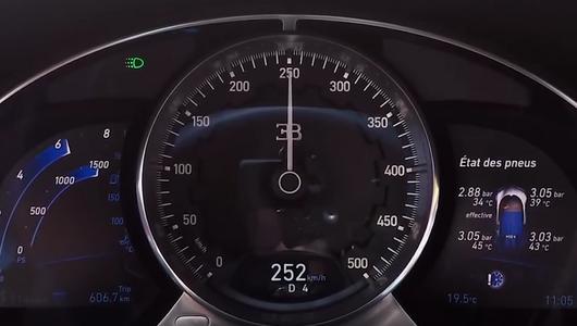 Jak przyspiesza Bugatti Chiron?