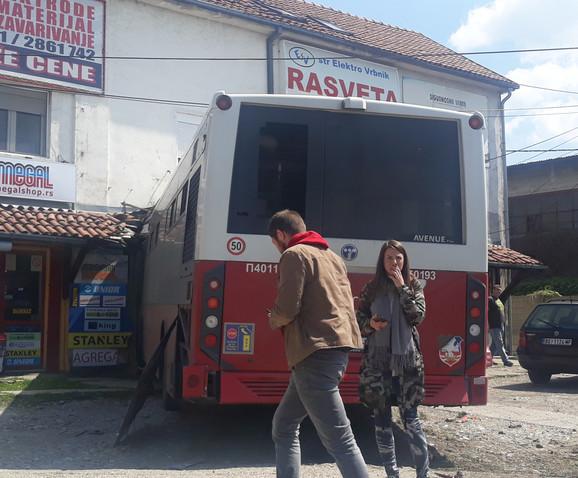 Autobus se zakucao u kuću na Zvezdari
