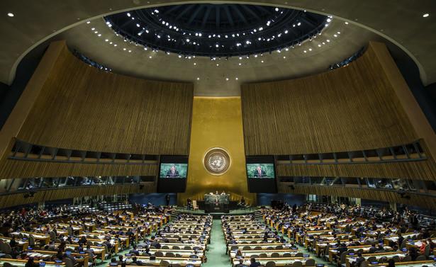 Ambasador Rosji przy ONZ Wasilij Niebienzia zaapelował w czwartek o zwołanie na piątek sesji Rady Bezpieczeństwa ONZ w sprawie Syrii; zażądał, by sekretarz generalny ONZ Antonio Guterres zorganizował publiczny briefing dla dyplomatów będących członkami Rady.