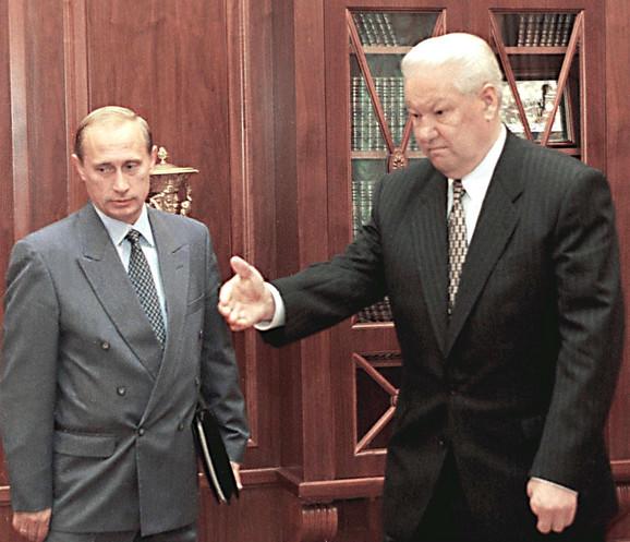 Jeljcin je u sličnoj atmosferi doveo Putina